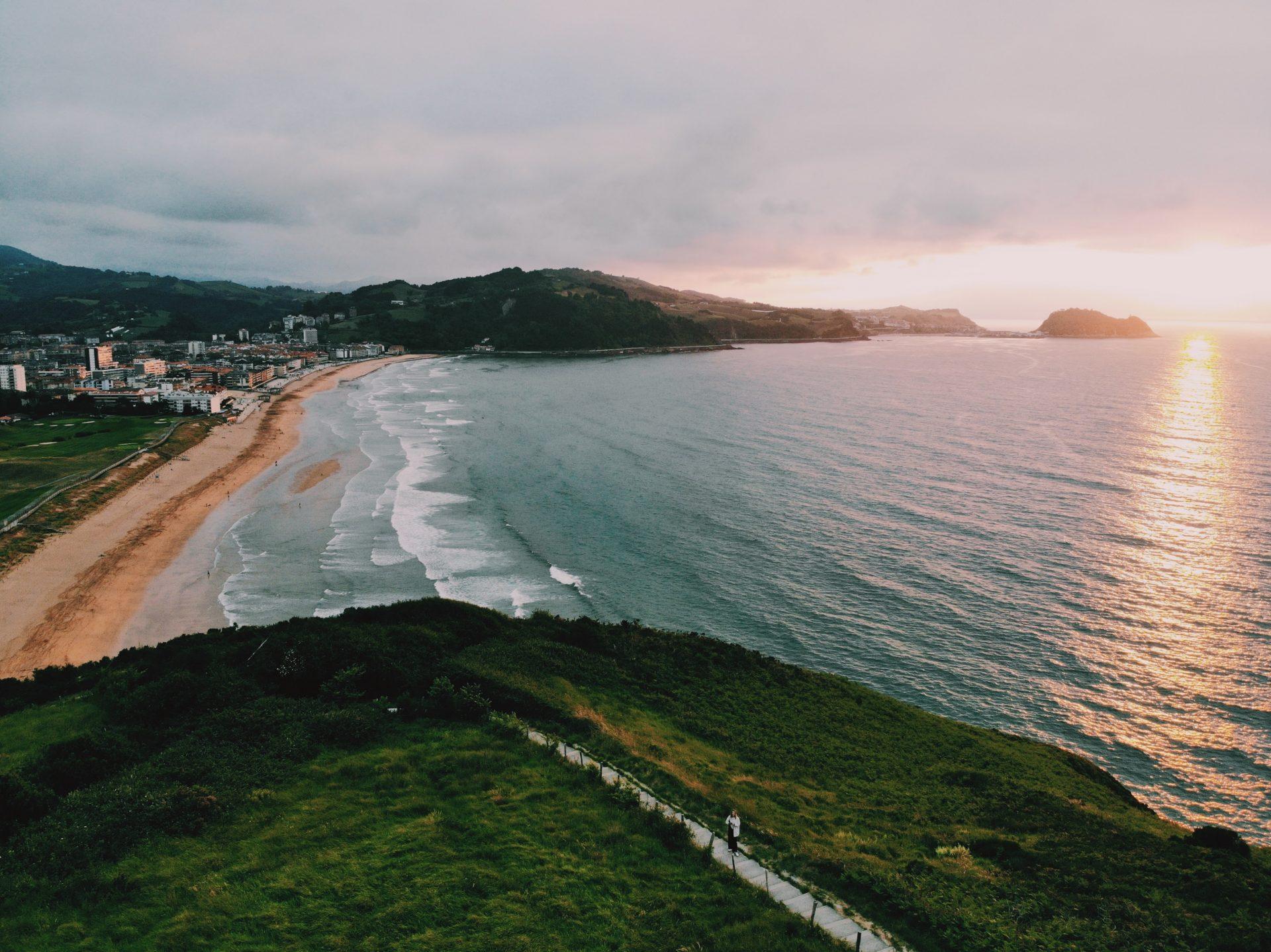 Zarautz San Sebastians surfen surfing Solon Travel Spanje