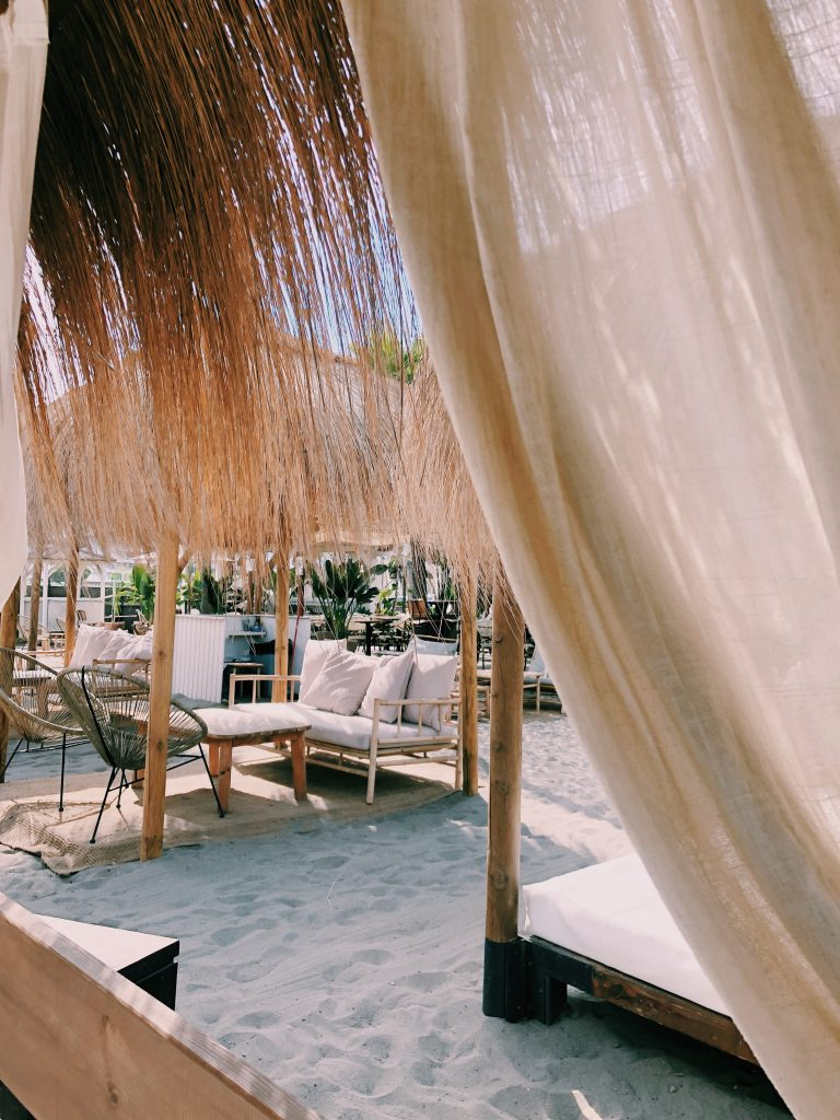 Beachtent strandtent beachclub Malaga Spanje wat te doen Solon Travel reisadvies